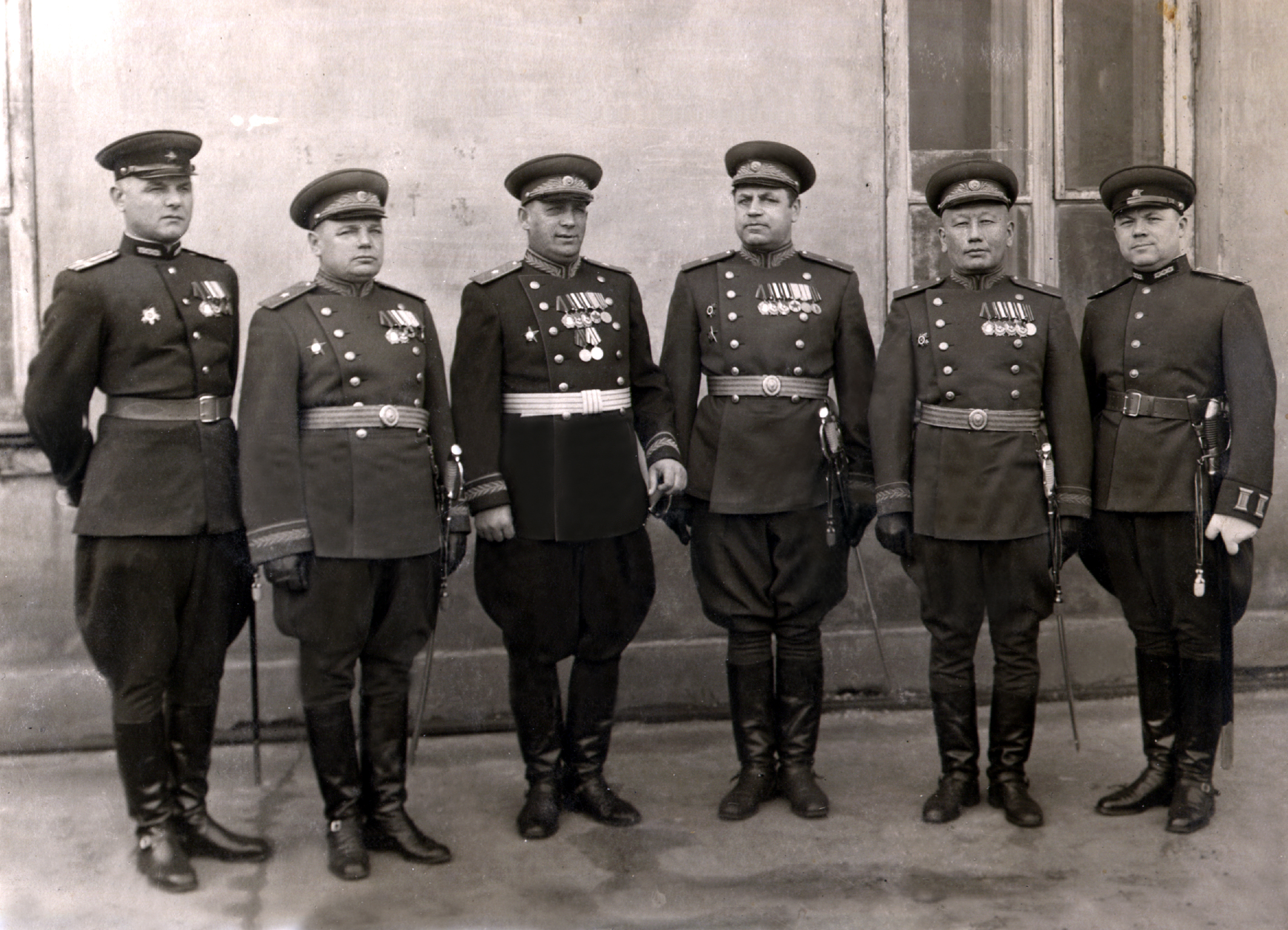 Первый советский казах, удостоенный высшеговоинского звания генерал-майор -генерал-майор технических войск в отставкеДжексенбаев Шакир Джексенбаевич